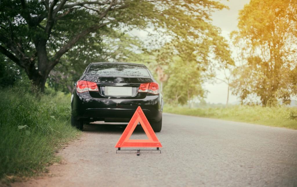 triángulo mal colocado en carretera