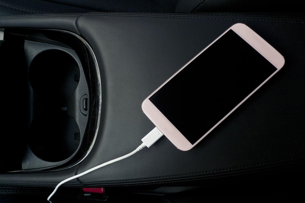teléfono móvil en el coche