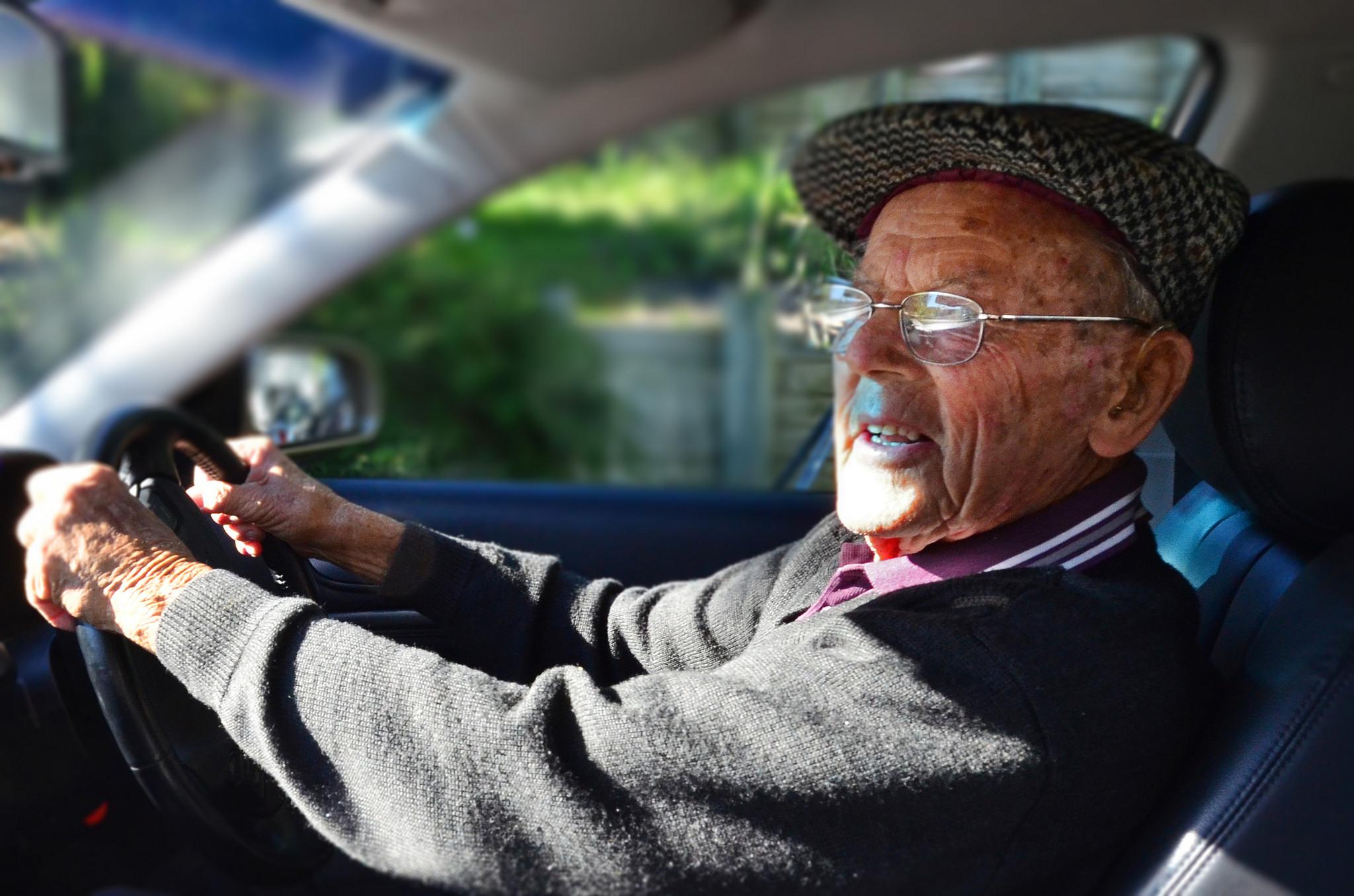 ancianos edad conductores responsables