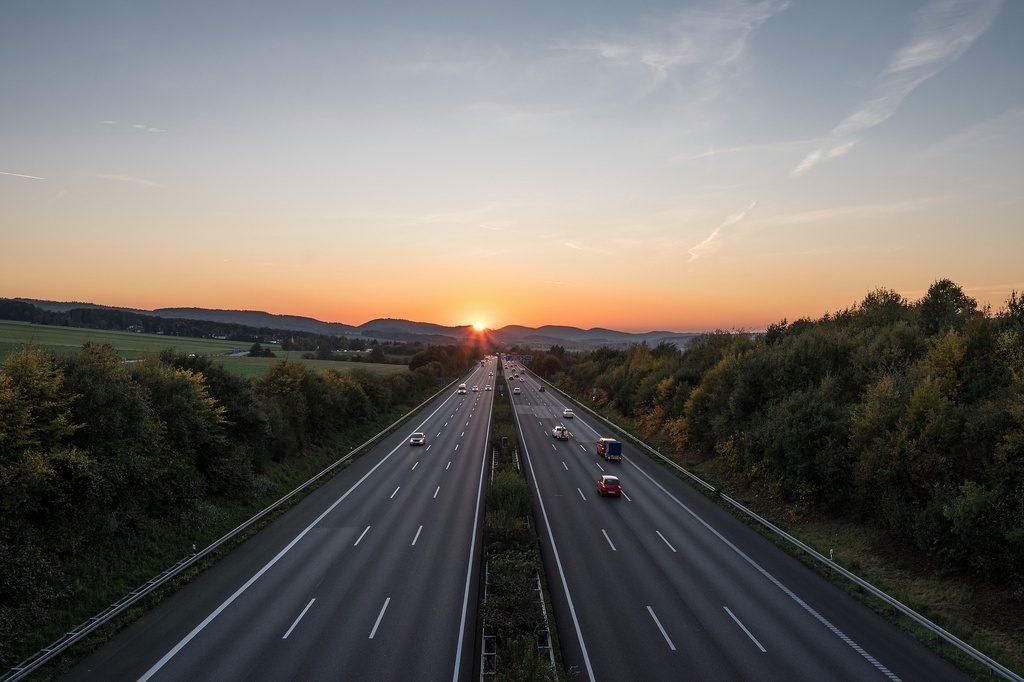 Anochecer en autovía