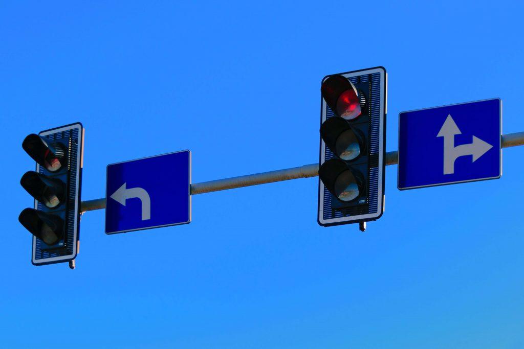 cómo cruzar una intersección sin señalizar