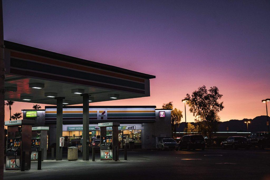 repostar en gasolineras low cost